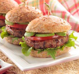 Délicieux petits hamburgers avec raisins secs de Californie