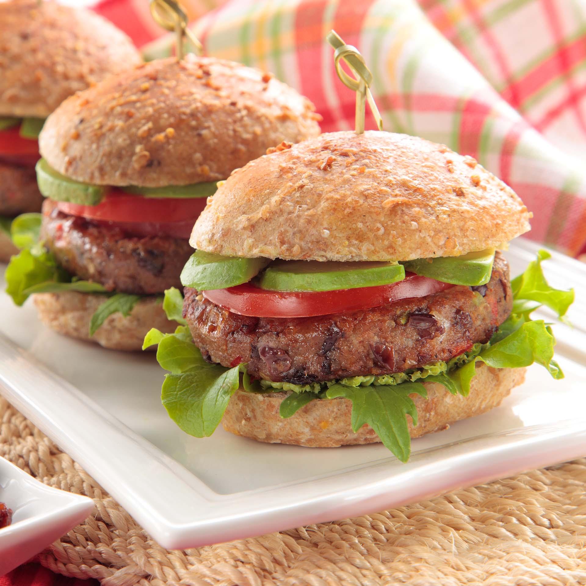 Délicieux petits hamburgers avec raisins secs de..